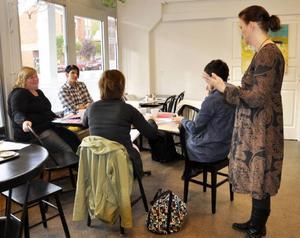 Annica Nyholm från Strömsunds Optik kommer in med ett ögonblicksfärskt besked till planeringsgruppen: