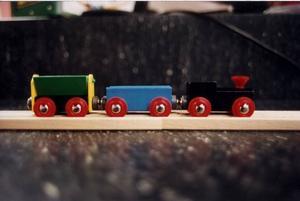 Går an. Ett brio-tåg passar bättre än en tacky Bratz-docka.
