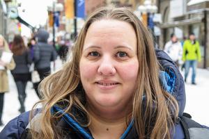 Anna-Karin Lindblom, 36 år, Lugnvik: – Nej. Jag tycker att det låter lika, alla låtarna. I bland ser jag den stora Europafinalen.