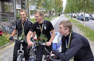 Oscar Modigh, Oscar Silvergran och Hannes Baker är inga soffpotatisar. Som projektarbete på gymnasiet cyklade de sammanlagt 120 mil och besteg Skandinaviens högsta berg. I fredags eftermiddag avslutades resan vid Östersunds gymnasieskola.