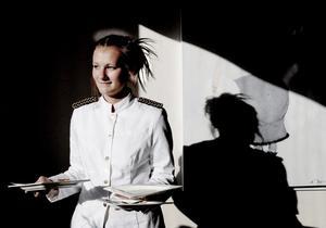Emma Risberg går första året på hotell- och restaurangprogrammet och gör sin praktik på Culinaren.