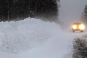 Så här såg det ut längs vägarna 19 december förra året. Frågan är om det blir en vit jul i år.