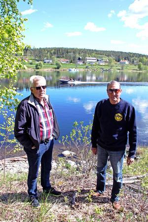 Sven-Erik Sjöberg och Roger Thoresson vid olycksplatsen.