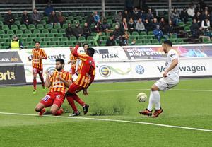 Förbundsstyrelsen vill behålla fotbollens lokala förankring.