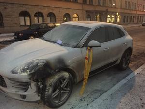 Den här bilen var en av de två som brann på Tegelgatan under natten till torsdagen.