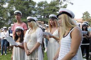 Filip Högberg, Lisa Chin Le, Elin Färnlund, Louise Andersson och Sofia Pickles sjöng in de sista dagarna på Slottegymnasiet.
