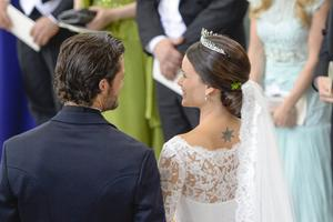 Prins Carl Philip och prinsessan Sofia i Slottskyrkan.