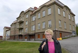 Ewa Lindstrand (S) ser gärna nya bostäder på det gamla skolområdet.