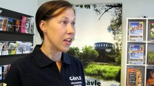 Det är många turister som besöker Gävle i sommar, både svenska och utländska säger Sofie Ullström på turistbyrån. Hon rekommenderar bland annat besök i Boulognerskogen, Gamla Gävle och Gasklockorna.– Och det är mycket frågor om Limöbåten. Det är mer badfrågor än museifrågor, säger hon.