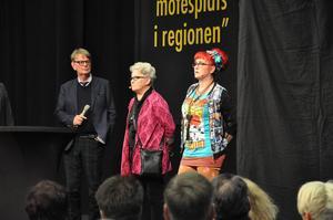 Göran Alfredsson, Birgitta Persson och Cilla Rörby diskuterade modeindustrin efter visningen.
