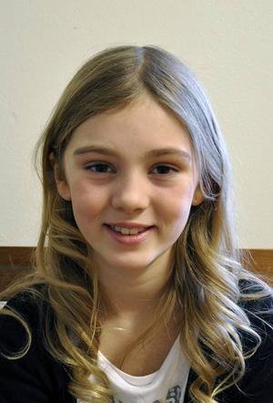 Ida Nyberg är 9 år och gillar att dansa, sjunga och alla djur utom insekter. Hon tycker att Ida ska vara snäll, rolig och gullig.