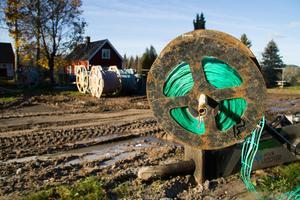 Flera personer har vittnat på byalagets Facebook-sida om problem med fibergrävningen i Baggbron.