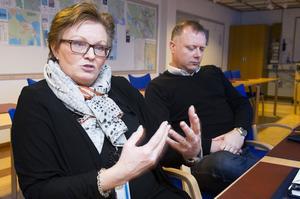 Förvaltningschefen Astrid Täfvander och Mattias Öberg, förste vice ordförande i bildningsnämnden.