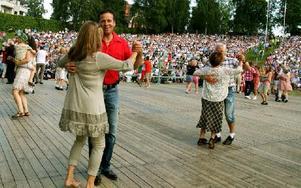 Bland de första på dansbanan. Foto: Jennie-Lie Kjörnsberg