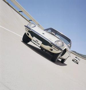 En av de allra mest speciella och vackra sportbilarna från Japan är Mazda Cosmo Sport från 1970. Bilarna byggdes för hand i en produktionstakt på ett exemplar om dagen.