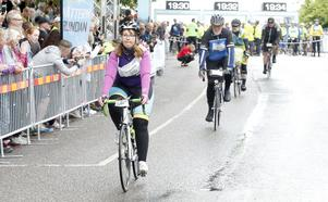 Heléne Larsson från Örebro cyklade ut med den absolut första gruppen. Hennes tid i mål var 14:44.