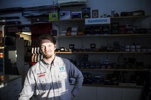 I butiken där Rickard Lindström jobbar har man slutat sälja fyrverkerier.
