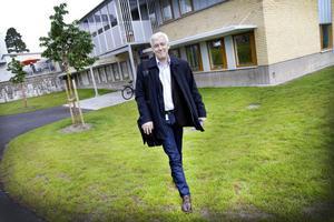 Ulf Larssson, verksamhetschef för vuxenpsykiatrin, erkänner att man inbland inte känner till patientens sociala situation, att man inte vet hur illa det är.