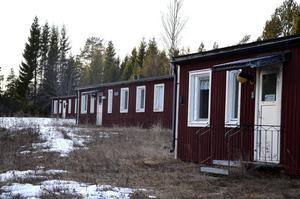 Anläggningen skulle ge plats åt 160 flyktingar i den gamla militärförläggningen vid Åkerö på Åstön.