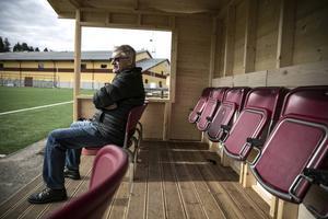 Lars Norman är bekymrad inför framtiden. Han bävar för juniorutvecklingen i Dalarna.