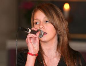 Solisten Elise Svensson från Harmånger tog sig an svåra Halleluja. Hon grejade det med ackuratess.