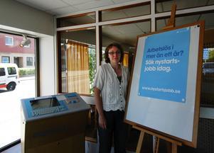 Gynnsamt för män. Carina Gustavsson på Arbetsförmedlingen i Hedemora poängterar att nystartsjobb är bra för att det leder till en normal anställning för arbetstagaren. Men nystartsjobben missgynnar kvinnor, bara var tredje som anställs är kvinna. Foto:Jenny Lagerstedt