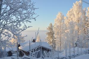 Besökte pågående bygget av vårat fritidshus. Jag kunde inte låta bli att ta detta kort på utsikten, ett rimfrostigt Rättvik med Siljan inbäddat i dimma. Vackert!