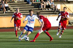 Cupmötet på Högslätten avgjordes av en och samma herre – IFK Luleås Joel Rajalakso. Just här rasslade det inte bakom HFF-målvakten Bantis Gheorghi, men vid tre andra tillfällen. Samtliga efter klassavslut dessutom.