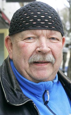 Roland Gunnarsson, 68 år, Fyrås:– Ja det är jag. Men jag kommer nog att titta på VM i ishockey så småningom. Jag tycker om att titta på ishockey. Jag har varit mycket på ishockey i Östersund.