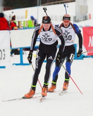 Silver och guldmedaljörer i omvänd ordning i spåret. Mattias Nilsson före Carl- Johan Bergman.