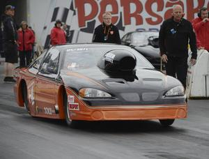Kvaltvåa i Pro street var Lars Berglund, Piteå. Bakom bilen syns teammedlemmarna Rickard Wiksten och Hans Grankvist.