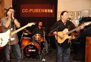 Barrio Latino Blues. Denna gång som trio utan sin kvinnliga vokalist.