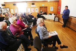 GT-gården fylldes till sista plats när Jan Salomonsson inledde dagen med presentation av programmet.