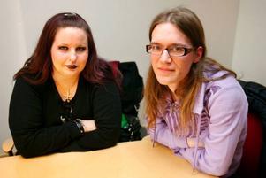 Ingela Håkansson och Marlena Bernskiöld tycker att psykiatrin borde ha talat med patienterna när de gjorde sin prioriteringslista och förslag till besparingar. Foto: Denny Calvo