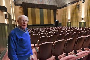 Många entusiaster ligger bakom biografens pågående verksamhet. Men ingen har nog kämpat så hårt som Sten Olsson, IOGT-NTO, som har drivit biografen.
