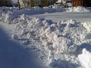 Vallen som ska hindra parkeringsproblemet på torget.Foto: Håkan Degselius