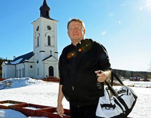 Fjällprästen Arne Söderbäck i Lima-Transtrand har med kort varsel packat ihop och gått i pension.