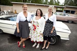 Elionor Johansson, Eva Westermark och Anneli Strindin klädde sig tidstypiskt.
