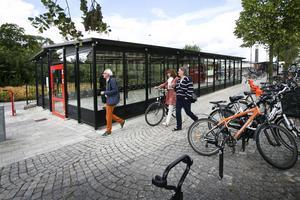 Vissa kommuner har byggt offentliga cykelgarage i syfte att främja cyklandet. Andra exempel på att bygga för cyklismen är bland annat att bredda cykelvägarna eller att förlägga cykelleder på tryggt avstånd från biltrafiken.