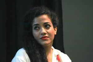 Athena Farrokhzad läste poesi.