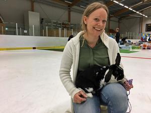 Malin Mattsson och Myra reste från Trollhättan till Hallstahammar för att delta i helgens SM i kaninhoppning.