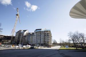 De första lägenheterna är inflyttningsklara i juli 2017, men det kommer att byggas till i slutet av 2019 på Mejeritomten. Nästa år öppnar Hemköp en butik, som kommer att ligga i markplan under flera av husen.Fotograf: Sofie Isaksson