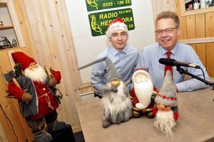 Linus Samuelsson och Tommy Samuelsson från Hedemora Närradio som sänder 15 timmar julradio mellan klockan 9.00 och midnatt på både julafton, juldagen och annandagen.