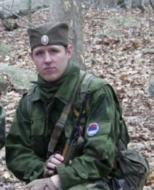 Polisen i Pennsylvania har gått ut med den här bilden på den misstänkte polismördaren Eric Frein. Frein jagas av polisen efter att han i bakhåll misstänks ha skjutit ned två polismän.