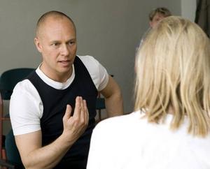 Kroppen avslöjar dina hemligheter. Det menar kroppsläsaren och författaren Johan Ekenberg, en av föreläsarna på nya hälsomässan.