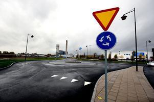 Nya gator, med rondeller, har byggts mellan ÖoB/Blomsterlandet, Biltema och Bäckelund. Arbetet är nu klart, men trafiken lär inte bli intensiv förrän Ikano Retail Centres öppnar handelsområdet.