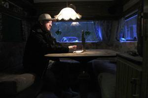 Daniel Enberg blev hemlös och bor sedan en månad i en husvagn.