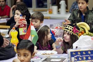 Under nyårsaftonen får barnen ta för sig ordentligt av sötsakerna.