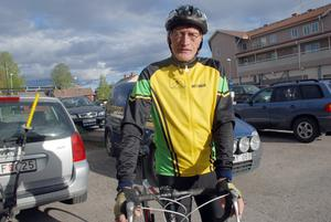 Hemmaåkaren Bengt Skarp är 72 år och kommer att ställa upp i linjeloppet som körs under söndagen.