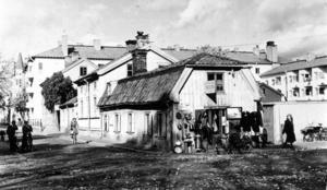 Borttappad byggnad. Kappsäcken var ett hus från 1700-talt som låg i korsningen Ruddammsgatan-Byggmästargatan. Det monterades ner 1950 för att bevaras åt eftervärdlen men är sedan dess spårlöst försvunnnet. Under sina sista år inhyste kåken en skrothandel.